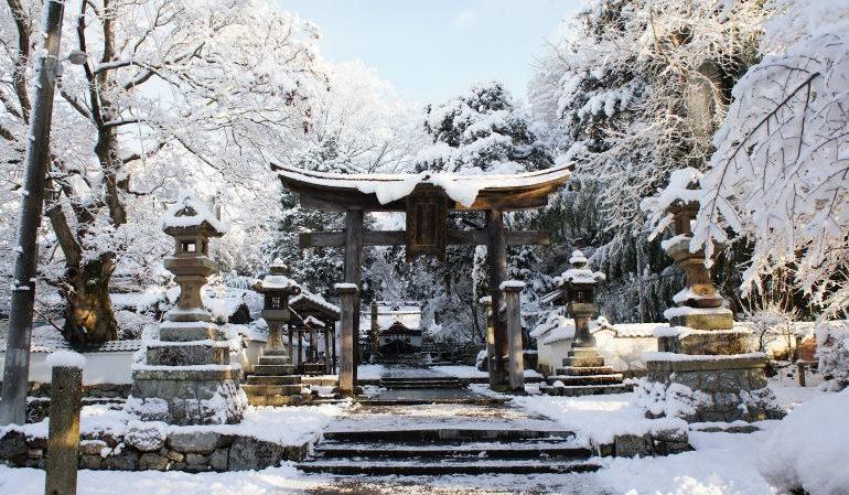 En esta entrada os dejamos nuestro top de 6 sitios para visitar en invierno en Japón. Obviamente esos sitios están allí todo el año, pero consideramos que el invierno es la mejor época para visitarlos
