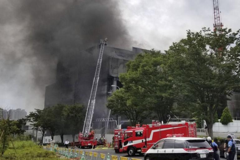 incendio en un edificio en obras en Tokio