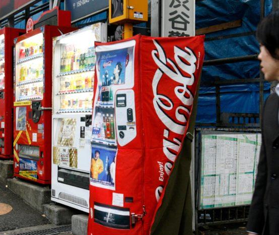 6 razones por las que hay tantas máquinas expendedoras en Japón