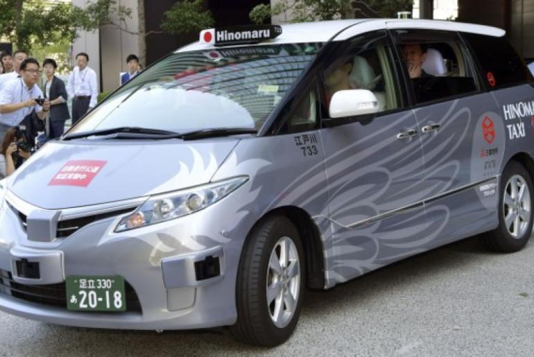 Japón prueba taxis autónomos con pasajeros dentro en la vía publica