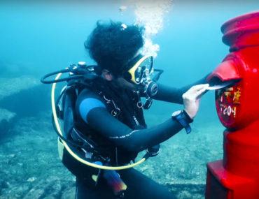 buzón de correos bajo el agua japón