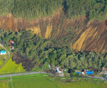 Derrumbes masivos de casas en el norte de Japón