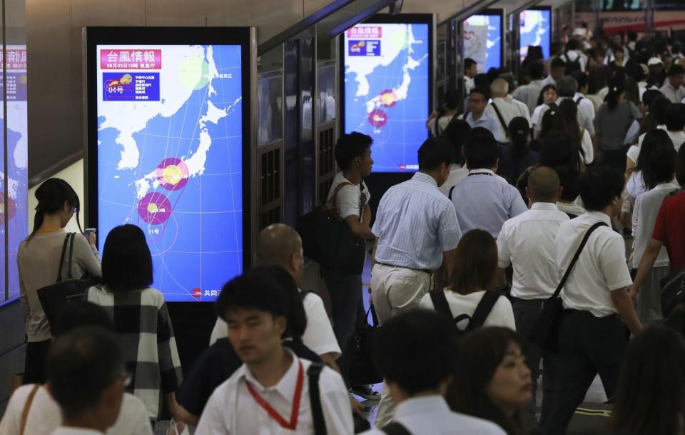 El tifón Jebi toca tierra en el oeste de Japón
