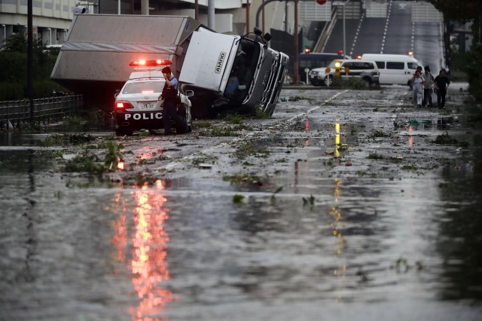 El tifón Jebi deja al menos 7 muertos