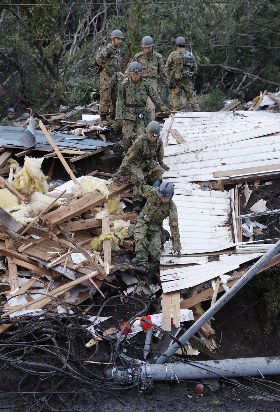 trabajo rescate terremoto norte japón