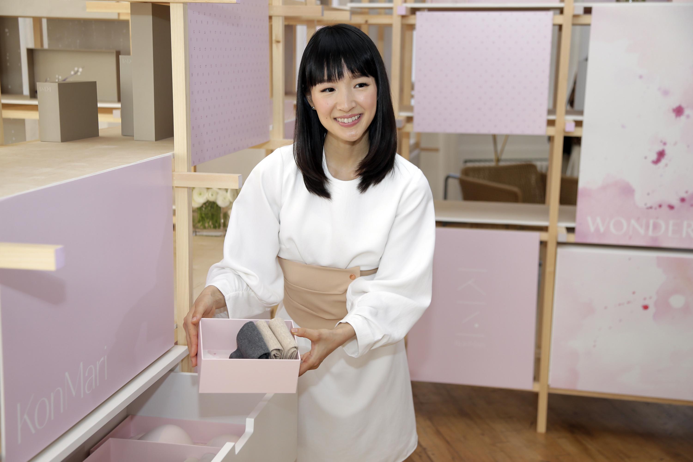 La japonesa marie kondo estrena serie en netflix - Marie kondo orden ...
