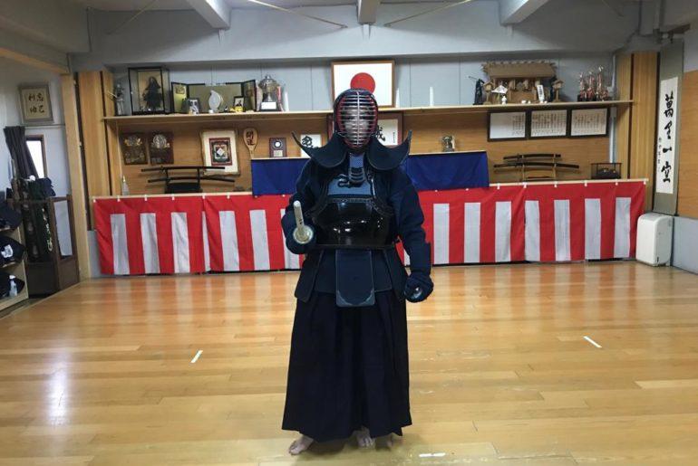 practicando kendo en Tokio