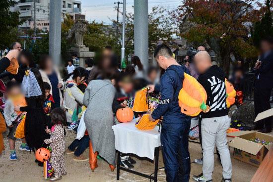 Prohíben a la Yakuza regalar dulces en Halloween
