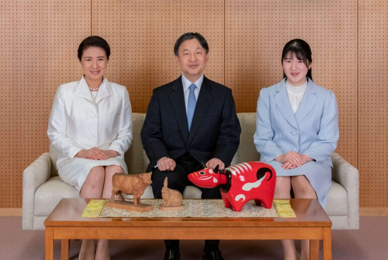 hombre detenido emperadores Japón